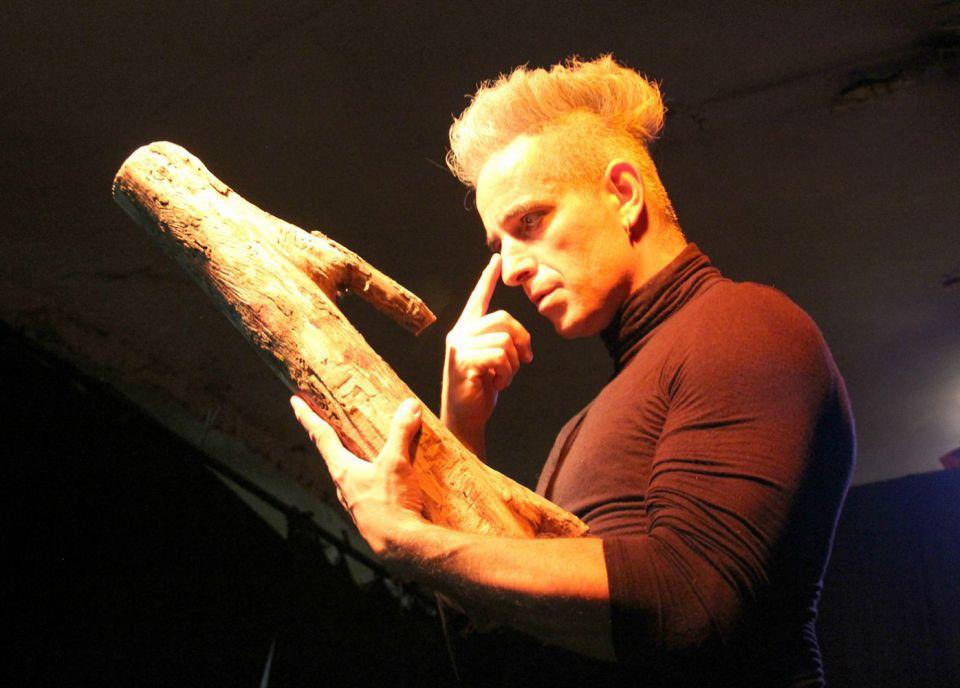 Performance: Instantes DE_MA_DE_RA (Wooden Moments)